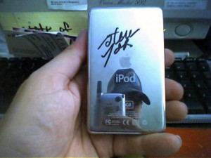 signed_iPod_25Sep04